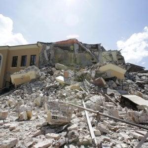 """Terremoto, Procura sequestra edifici crollati: """"Cerchiamo documenti sotto le macerie"""""""