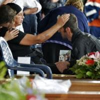 """Terremoto, funerali solenni ad Amatrice. Vescovo: """"Non uccide il sisma, ma le opere..."""