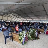 Terremoto, l'addio alle vittime: i funerali solenni ad Amatrice