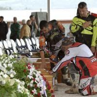 Terremoto, l'omaggio dei biker volontari ai feretri delle vittime
