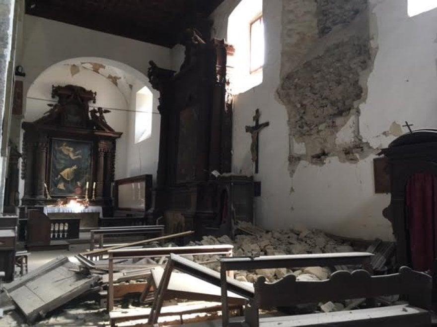 """Terremoto, la Sindone di Arquata del Tronto """"prigioniera"""" della chiesa di San Francesco"""