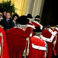 Pensioni dei magistrati, l'Anm contro il governo: La proroga è incostituzionale, Renzi ci...