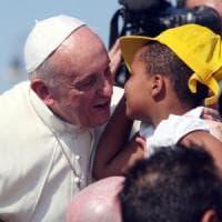 Santa Sede, il Papa crea nuovo dicastero: si occuperà personalmente di migranti