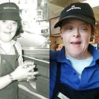 Usa, la dipendente di McDonald's con la sindrome di Down va in pensione: l'azienda e i colleghi la festeggiano