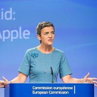 """Apple, le minacce Usa non spaventano l'Ue. Lew: """"Lotta all'elusione fiscale"""""""