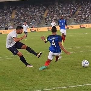 Calcio, il debutto della moviola: a Bari primo intervento della Var
