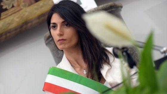 """Giunta M5s Roma, il golpe del """"raggio magico"""". Poi la sindaca crolla e piange, ora la difende solo Di Maio"""