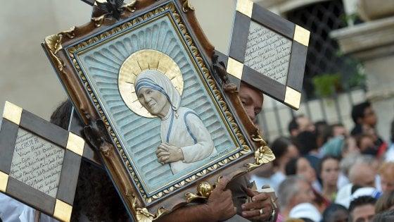 Madre Teresa santa a 19 anni dalla morte. Roma blindata per la cerimonia