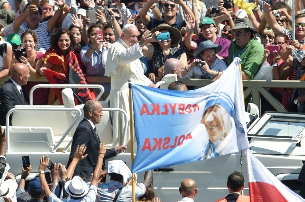 Madre Teresa, devoti da tutto il mondo per la canonizzazione