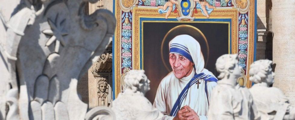 Madre Teresa Proclamata Santa Da Papa Francesco Sempre Vicina Ai