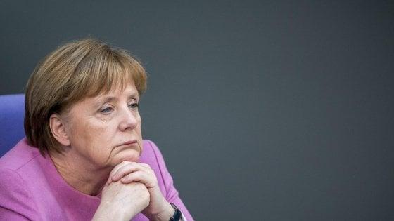 """Elezioni tedesche, Merkel: """"Molto insoddisfatta"""". La destra: """"Inizio della fine della Cdu"""""""