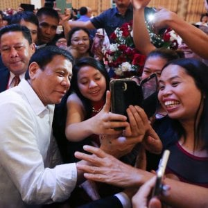 """Filippine, Duterte si pente degli insulti a Obama: """"Non era un attacco personale a Obama"""""""