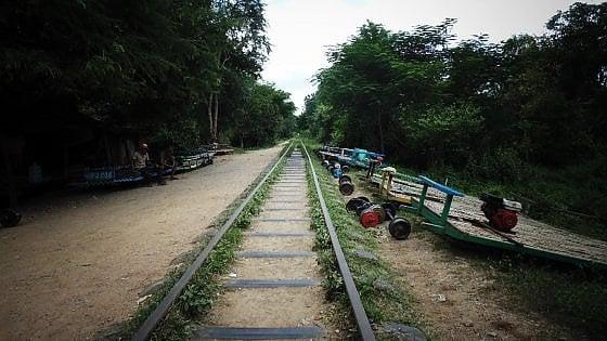 Cambogia. Sull'ultimo treno di bambù, sopravvissuto ai Khmer Rossi