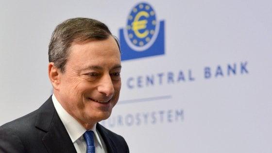 Crolla l'industria tedesca, listini deboli. Bce, economisti divisi sulle mosse di Draghi