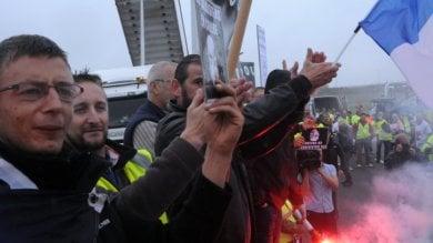 Migranti, la Gran Bretagna costruirà  un muro di due chilometri a Calais