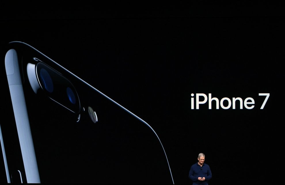Apple, ecco l'iPhone 7: resiste all'acqua e fotografa in modo 'perfetto'