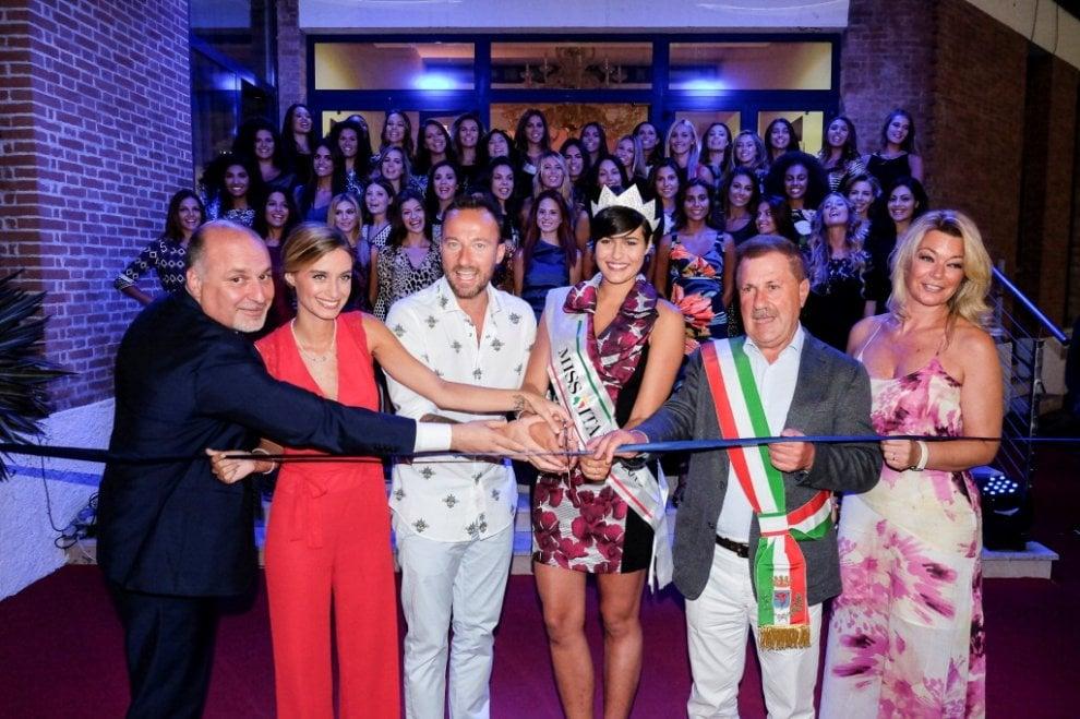 """Miss Italia, nella """"Casa"""" di Jesolo si aprono le danze"""