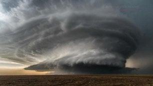 Prof precaria a caccia di tornado La sua foto sul calendario Onu