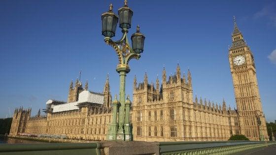 Londra: Westminster vecchio e a rischio incendi, il parlamento trasloca per sei anni