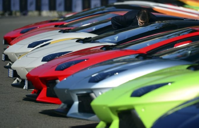 """""""Lamborghini Road Monument"""", il Toro diventa arte"""
