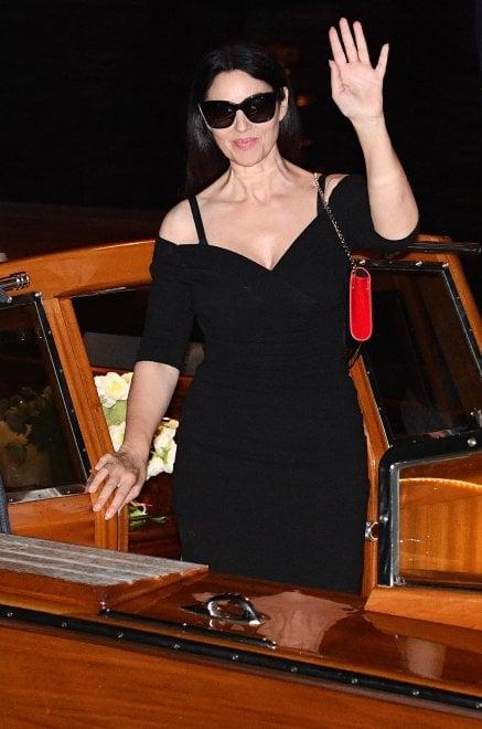 Venezia, la diva vien di notte: Monica Bellucci, la lady in black