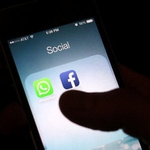 Privacy, l'Ue interpella Facebook sui dati WhatsApp