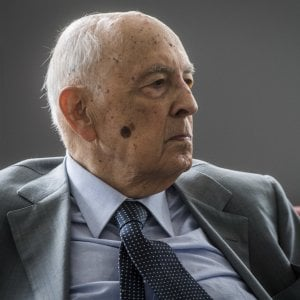 Napolitano: basta guerra sul referendum e l'Italicum va cambiato