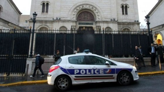 Francia, allarme a Marsiglia: auto con bombole gas vicino sinagoga
