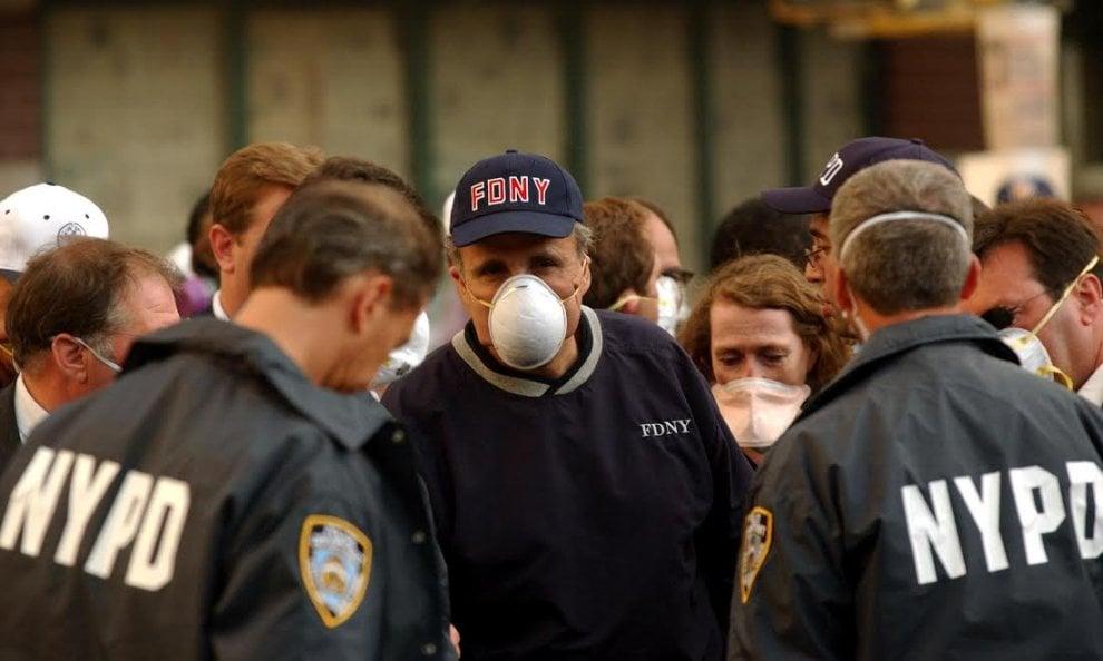 Da Giuliani ai pompieri, i personaggi (e le foto) simbolo dell'11 settembre 15 anni dopo
