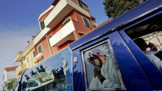 """La mamma di Tiziana: """"Plagiata dal fidanzato, la sentenza ultima mortificazione"""""""