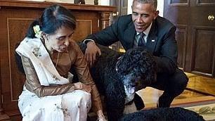 Aung San Suu Kyi alla Casa Bianca: le coccole a Sunny e Bo
