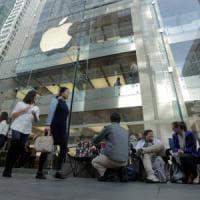 """Apple, preordini iPhone sold out: """"Esaurito il modello 7 Plus e il 7 nel colore Jet Black"""""""