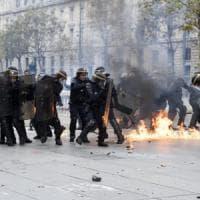 Parigi, scontri in piazza contro il Jobs act: diversi feriti
