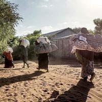 Kenia, il governo caccia i profughi somali dal campo di Dadaab