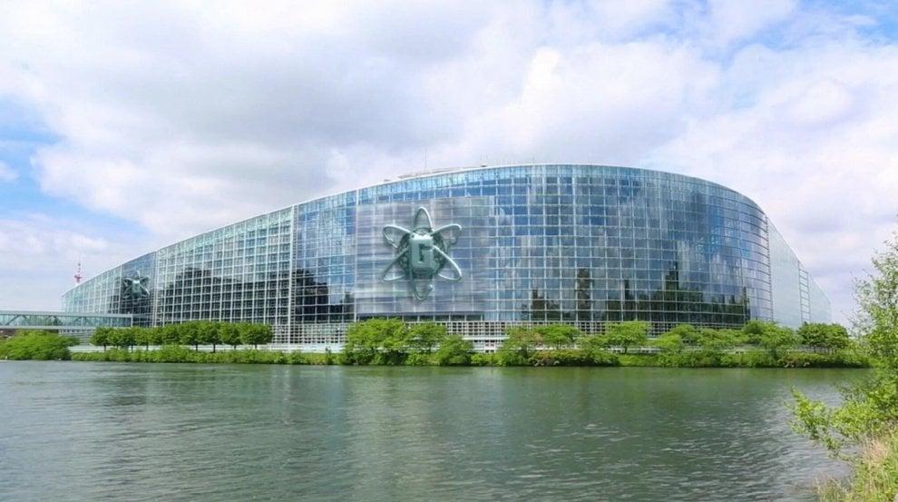 La centrale dei cattivi è uguale al parlamento europeo: succede in una serie tv Disney