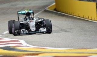 F1, Gp di Singapore, Rosberg trionfa ma Vettel incanta con una rimonta show: da ultimo a quinto