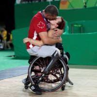 Paralimpiadi, l'amore ai Giochi di Rio: il commovente bacio tra gli atleti canadesi