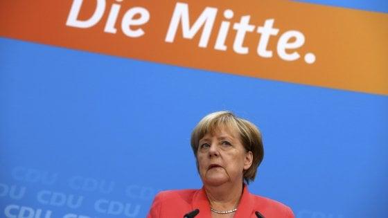 """Merkel: """"Risultato elettorale amaro. L'afflusso di profughi del 2015 non si ripeterà"""""""