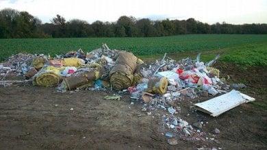 Abbandoni i rifiuti per strada?   Foto   In Francia il sindaco te li riporta a casa