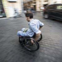 Roma, l'odissea dei disabili: ogni giorno una