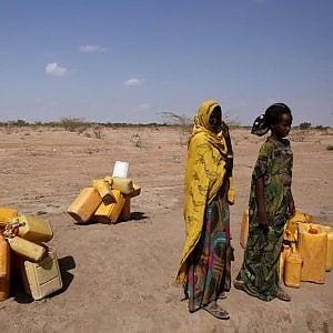 Etiopia, prima la siccità poi gli alluvioni. La campagna Amref per sostenere la popolazione