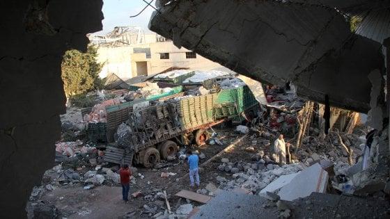 Siria, raid su convoglio umanitario, gli Usa accusano Mosca. Sospesi gli aiuti