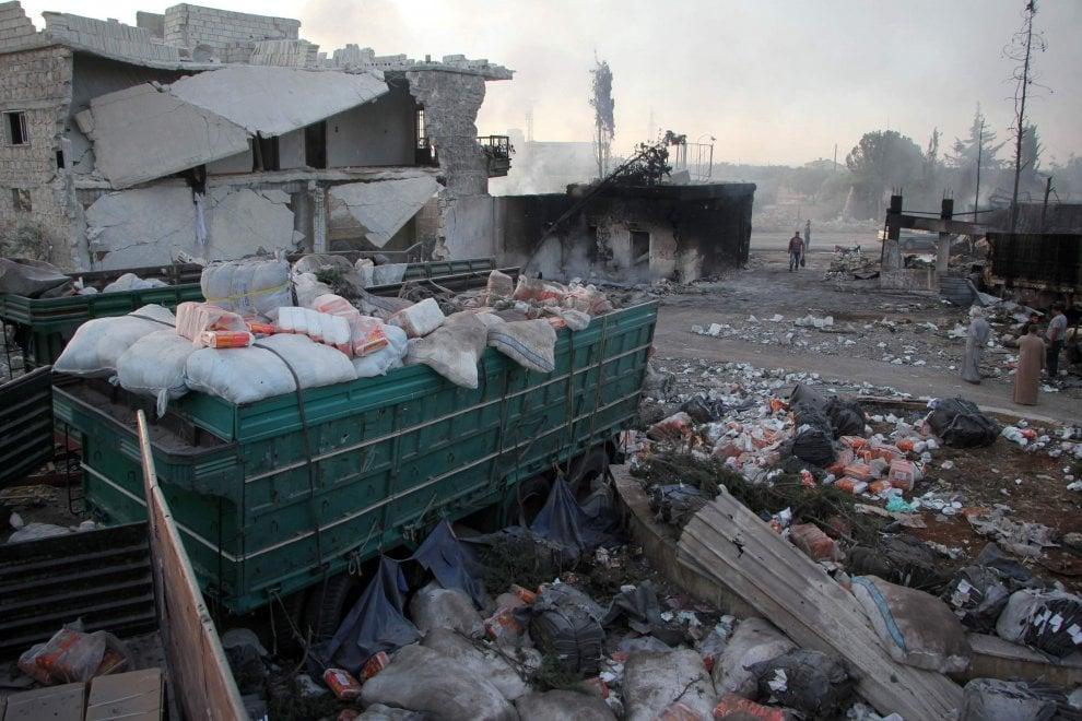 Siria, raid su convoglio umanitario: quello che resta dei camion Onu