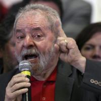 Brasile, Lula rinviato a giudizio per corruzione. Lui: