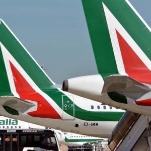Alitalia, in corso lo sciopero di piloti e assistenti: 200 voli cancellati