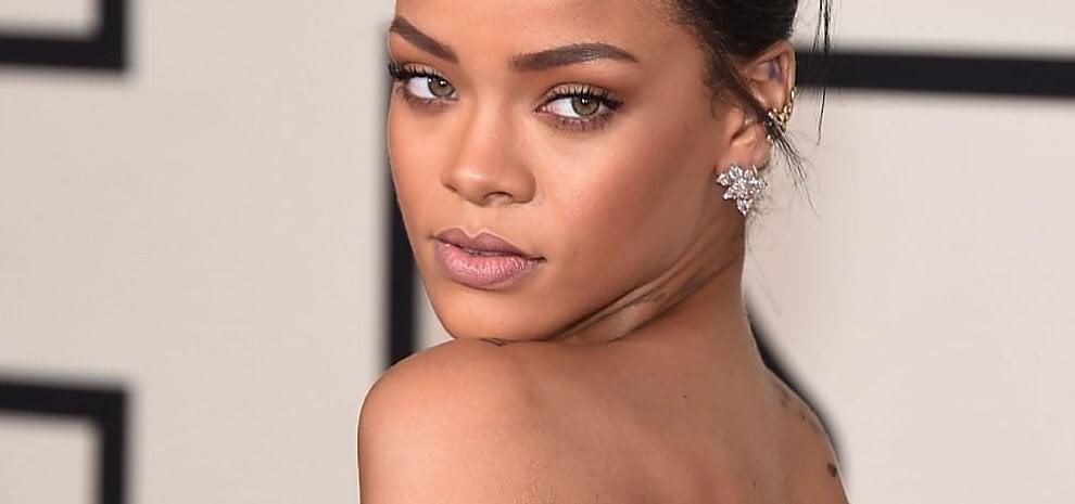"Rihanna, tweet a Hollande: ""Non ha ancora letto la mia lettera?"""