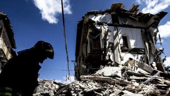 """Terremoto, il piano del governo per la ricostruzione. Renzi: """"Tutto tornerà come prima"""""""