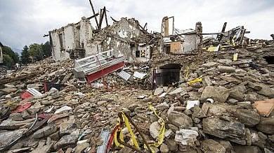 """Terremoto, un mese dopo:  4 mld  di danni    Il vescovo : """"Interessi non fermino ripresa"""""""
