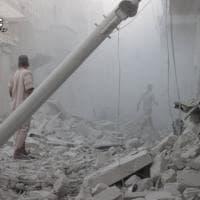 Siria, la devastazione di Aleppo dopo i nuovi raid aerei: le immagini