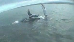 Turisti vittime dell'alta marea  si salvano sul tetto dell'auto